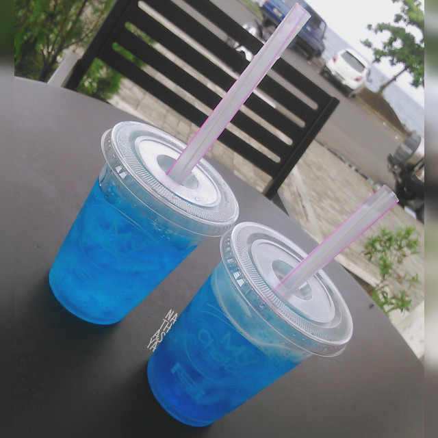 Last monday in 2015 #drink#blue#fresh#fr #freetoedit #photography #rain #colorful #indomaret#hangout#kawasan#picsart#pepsiblue#water#drink#friends#followme#waiting#for#newyear