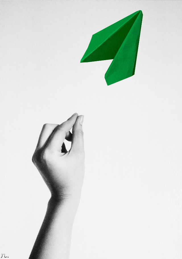 Lettin' you go. #hand #blackandwhite   #emotions #photography #popart #cute #love #photography #quotesandsayings #green