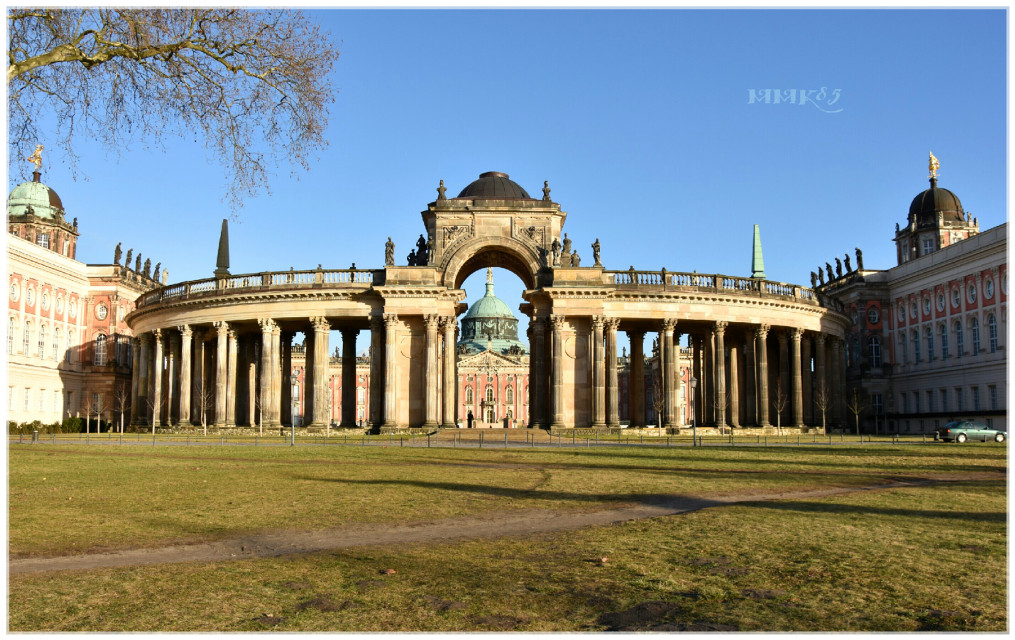 Hey Marita, this one is for you 😉💕 @maritaw  Same place, different season  #castle #palace #potsdam #nikon #d7200 #building #architecture #old #historic #photography