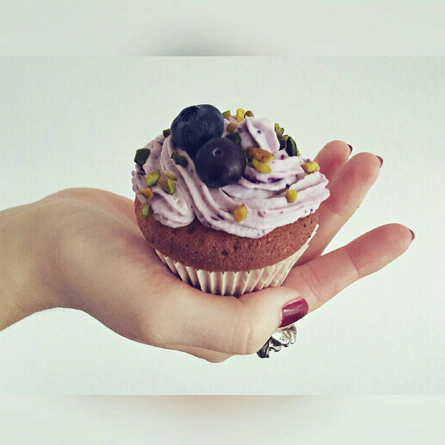 #handmade #cupkake with #blueberries and #pistachio #sodelicious #yummy